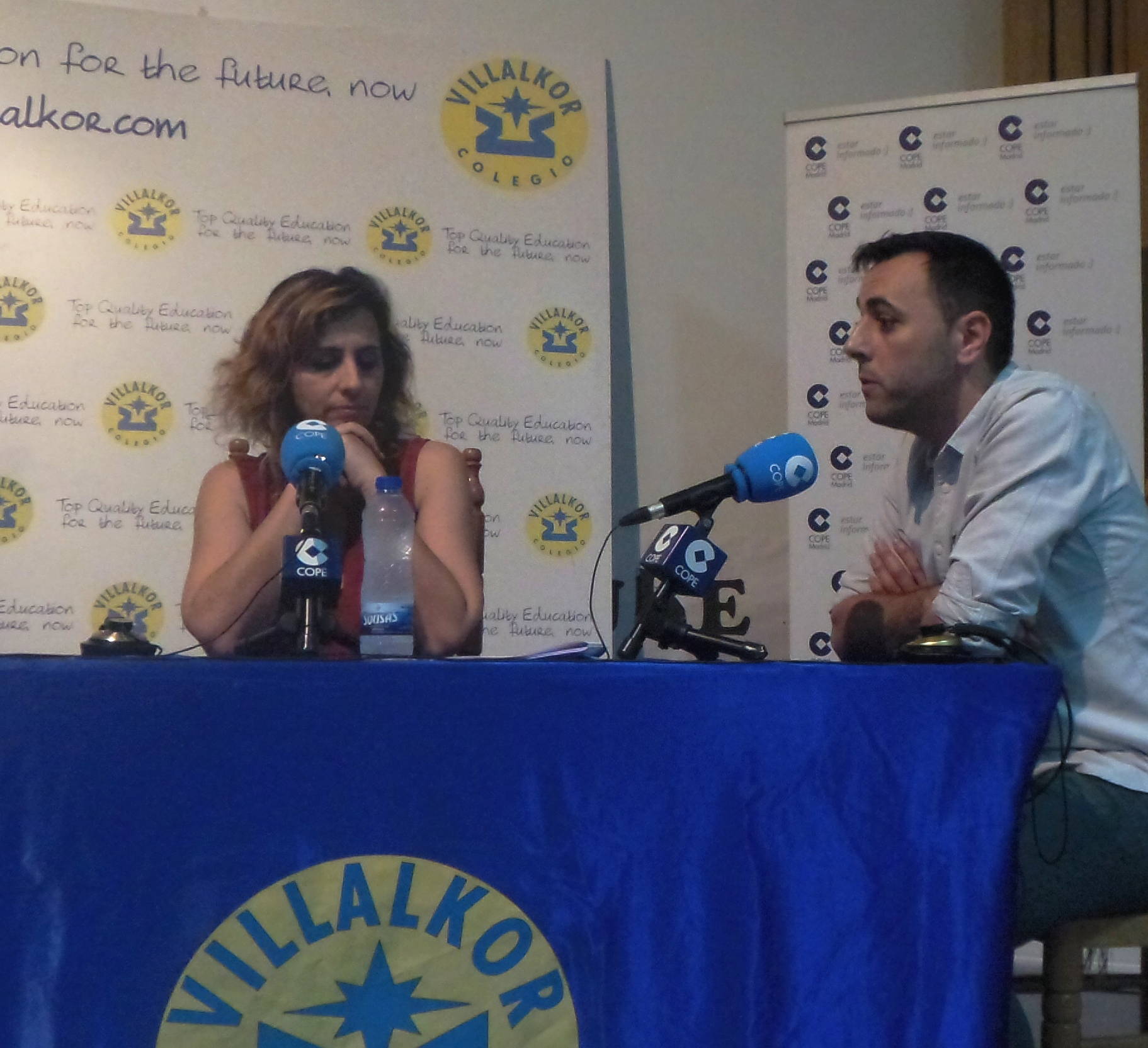 Gema de Pablo, responsable del Departamento de Orientacion, con Jorge Vázquez profesor responsable de TICs.